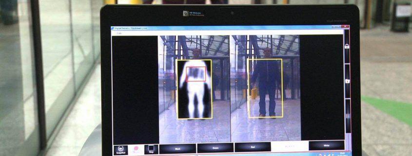 High Tech im Einsatz mit einem Terahertzscanner am Flughafen